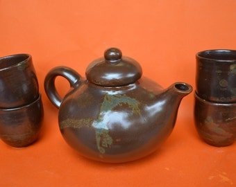 Ceramic Teapot and its 4 bowls