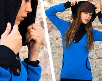 Sweatshirt/Hoodie with low necklines and convertible collar hood and coat, crossed at the neckline, buttoned with four hooks on the side.