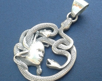 New exclusive sterling silver pendant Medusa Gorgon head Necklace Medallion Greek Mythology