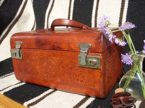 Vintage tooled Leather Train Case for Jewelry or Cosmetics- with Key!