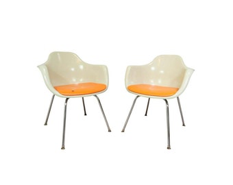 Vintage Pair Mid Century Modern Krueger Fiberglass Shell Dining Arm Chairs