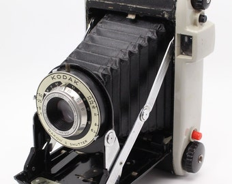 Kodak Junior II 620 Film Folding Camera with box and case – GC and tested c.1954