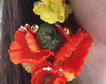 handmade earrings with poppy silk in sicily. Handmade earrings with customizable trimmings and silk poppies