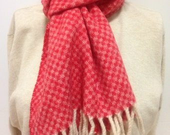 MADE IN ITALY Coral And Ivory Checkered Weave Lambswool