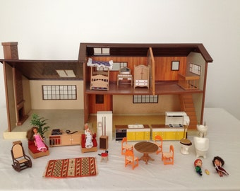 VINTAGE Tomy Smaller Homes Dollhouse with accessories