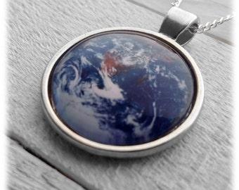 Earth Wonder Pendant & Necklace