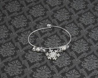Holiday Gift • Snowflake Bracelet • Silver Snowflake Bracelet • Winter Bracelet • Christmas Bracelet • Women's Gift Bracelet