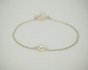 Minimalist bracelet Fresh water pearl bracelet  [Simple Elegance]