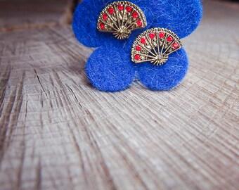 Hand Fan Earrings ~ pieces #100118