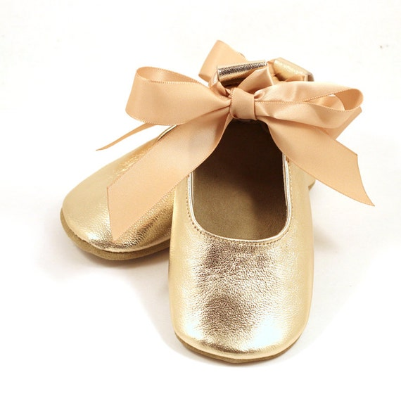 Free shipping BOTH ways on Flats, Gold, Girls, from our vast selection of styles. Fast delivery, and 24/7/ real-person service with a smile. Click or call