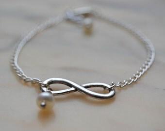 Minimalist bracelet - infinity pendant - pearl
