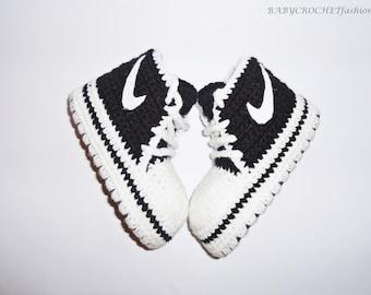 Black baby converse, crochet baby converse, black baby booties, baby shoes, baby sneakers, baby converse, home baby shoes, gift baby shoes,