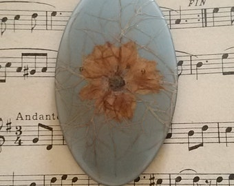 Oval pin dried flowers / Vintage 70's.