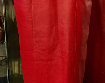 1990's red midi pencil leather skirt. Size S.