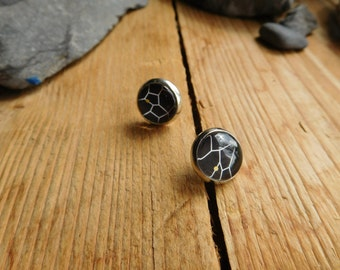 Black cabochon earrings