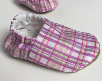 Plaid baby shoes - Baby moccs - Cotton baby shoes - Soft sole baby shoes - Baby girl shoes - Grip bottom shoes - Baby moccasins - Crib shoes