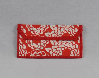 Red Flowered Kindle Case