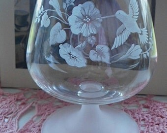 Pair of Etched Balloon Glasses ~ Vintage Avon Frosted Stems