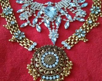 Bug showy necklace