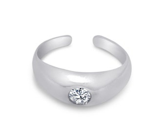Round cubic zirconia sterling silver .925 hand casted toe ring.
