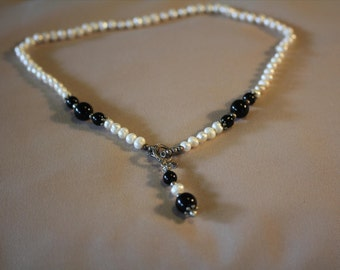 Pearl necklace with jet black glass beads