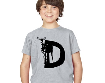 Kids D is for Deer T-Shirt / Childrens Animal A-Z Alphabet T Shirt in Black, Grey, Pink, Yellow, Blue / Age: 3-4, 5-6, 7-8, 9-11, 12-13