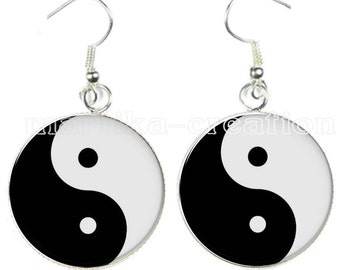 cabochon earring * yin yang *.