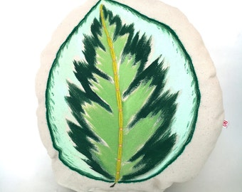 Leaf Decorative Pillow with Embroidery for Home Decoration or Children's Toy