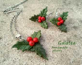 Red Berry necklace Woodland jewelry Rustic Mistletoe jewelry set Red berries Winter jewelry set Holly leaf earrings Holiday Winter fashion