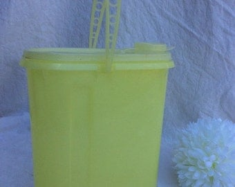 February Blahs Sale 1980's Tupperware juice/beverage container with handle. Tupperware is well known for its leakproof containers.