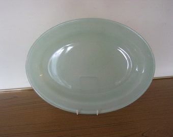 Vintage Pyrex Serving plate, Retro pale green. Kitchen - Dining. Retro