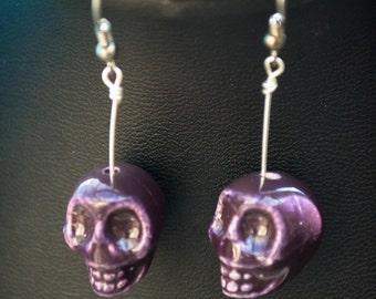 Skull Dangle earrings, Purple earrings, Purple skull earrings, Skull Jewelry, Purple jewelry, Day of the dead, Halloween Earrings