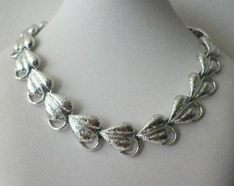 ON SALE Vintage Elegant Silver Tone Brushed Leaves Necklace 1535