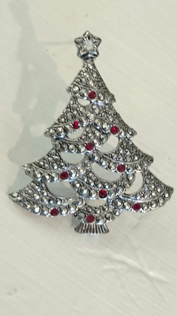 Avon christmas tree brooch silver tone red stones free