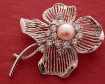 Flower brooch-pearl brooch-Elegant Flower Pearl Brooch- Pearl Flower-Pink Pearl brooch-pink brooch-Grief Jewelry, gold plated brooch-BRDP1