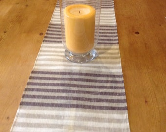 Table runner with 4 matching napkins.