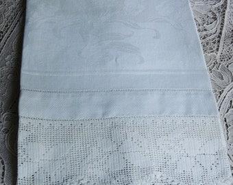 Vintage White Linen Damask Towel / Crochet Lace Edge Towel / Tulip and Daffodil Towel / Bath Decor / Decorative Towel /Bath Linens
