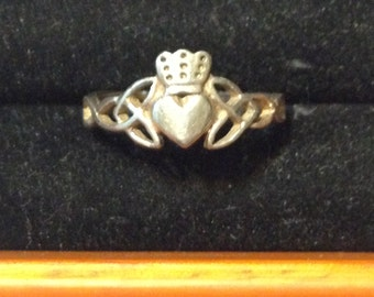 Claddagh with celtic knot sterling silver ring size 7 3/4