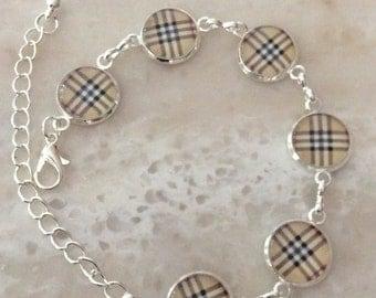 Delicate bracelet plaid