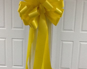 Yellow outdoor/ mailbox bow