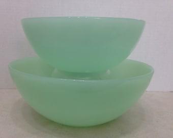 Set oƒ Two Matching Jadeite Bowls, Modern Jadeite Bowls, Nesting Jadeite Bowls