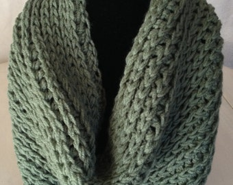 Crocheted Cowl in Green