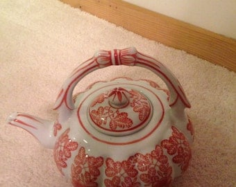 Brilliant red and white large China tea pot with China handle