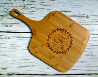 Monogram Bamboo Pizza Peel, Custom Pizza Peel, Personalized, Pizza Paddle, Pizza Platter, Pizza Tray, Laser Engraved, Pizza Gift, Kitchen