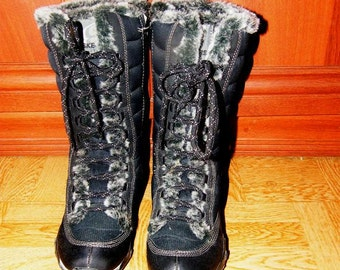 Black Sketchers Boots with fur