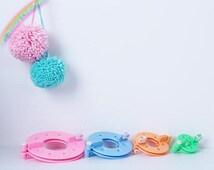 8 pieces Fluff Ball Weaver Pom Poms Maker Yarn Pompom Ball Making Tool Kit Knitting Crochet Project DIY Craft Creative Tool