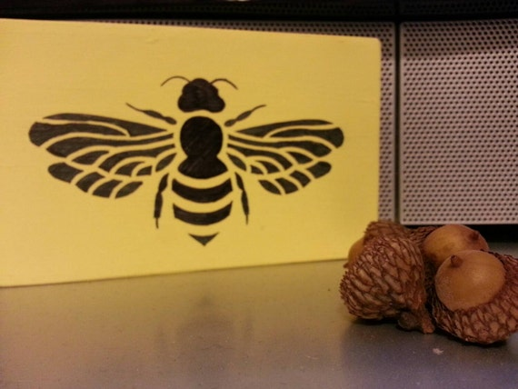 Free shipping honey bee rustic wooden block by for Honey bee decorations for your home