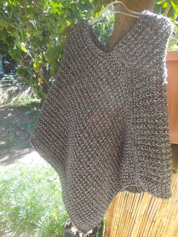 Poncho Simple Knitted Poncho pattern