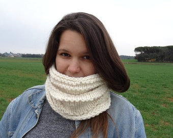 Infinity neck wool