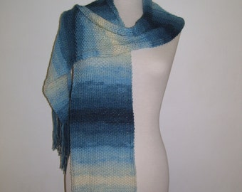 Hand-knitted batik scarf in shades of blue